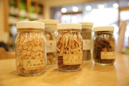 漢方では「甘いものがやめられないのは必要なものが不足している」と考える。
